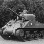 10-Sherman AUVERGNE-Chateau de Sanderlandwich-Driffield-ANGLETERRE-Juin 1944 (Copier)